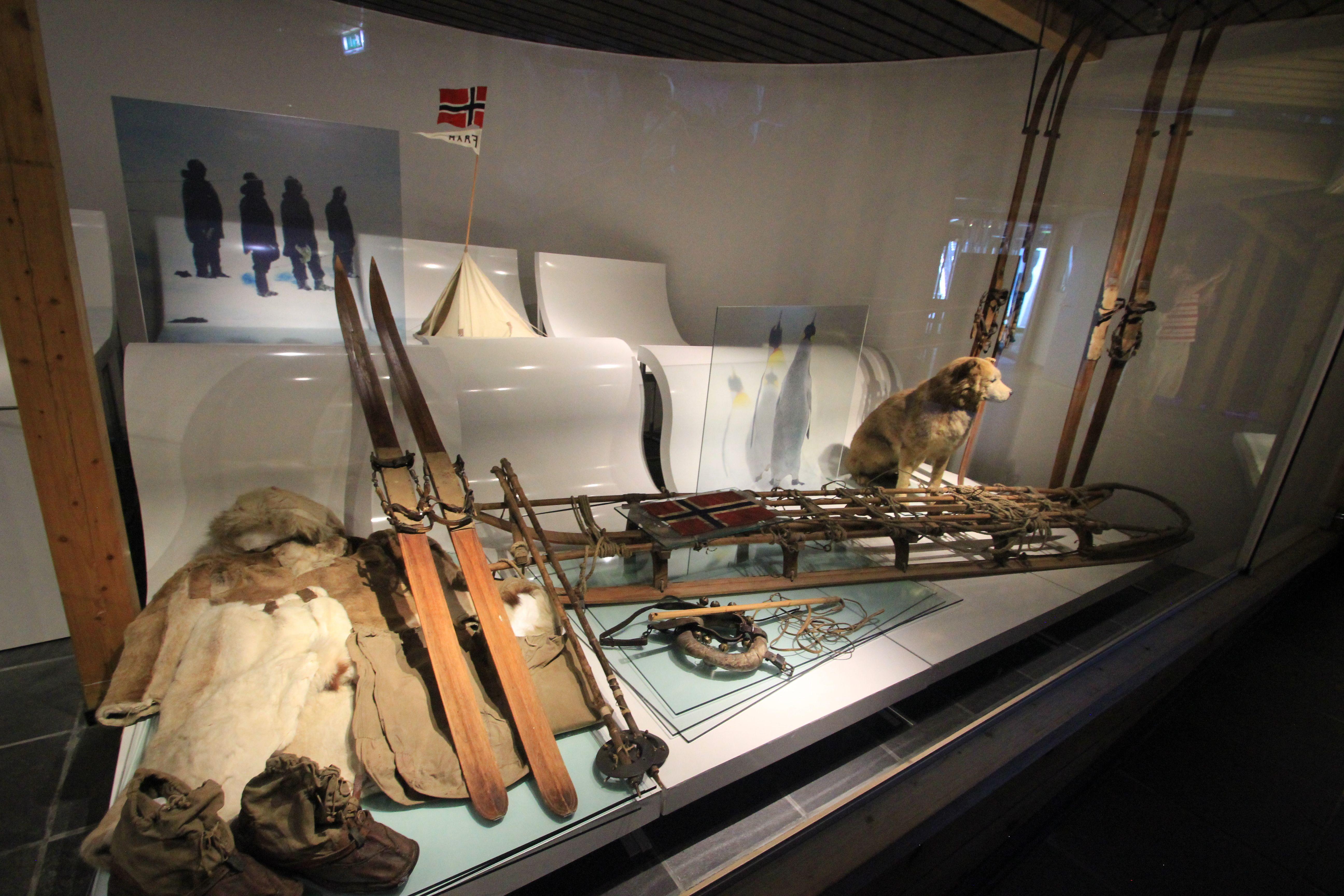 экспозиция Амудсена в музее Осло