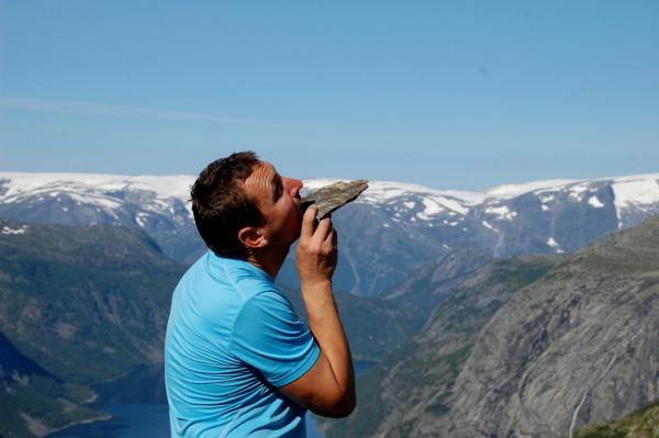 Язык тролля, исполнение гида в Норвегии