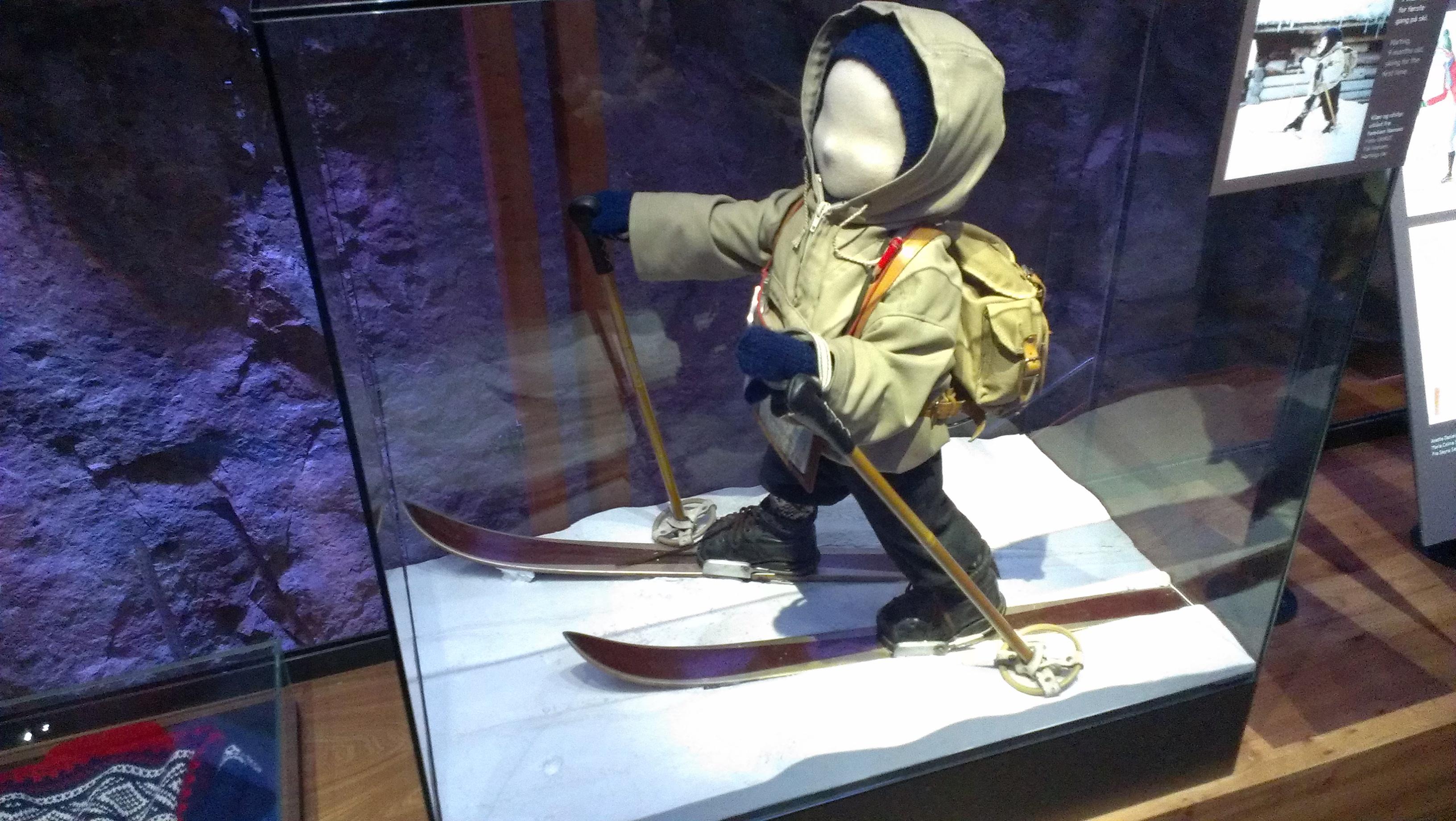 Лыжник возрастом 9 месяцев Осло Холменколлен