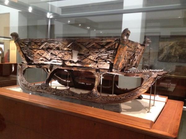 Сани с корабля музей викингов Осло Норвегия.