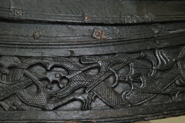 Орнамент на дракаре музей викингов Осло Норвегия.