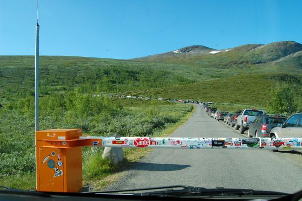 Платная дорога на Галлхёпигген (Galdhopiggen) 2,469 м - самая высокая вершина скандинавских гор.