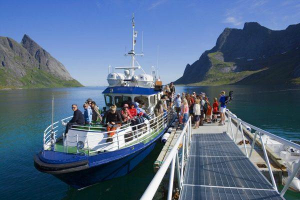 Прогулочный корабль тур Лофотенские острова