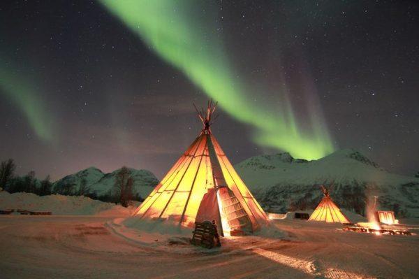 Отдых в Норвегии зимой северное сияние