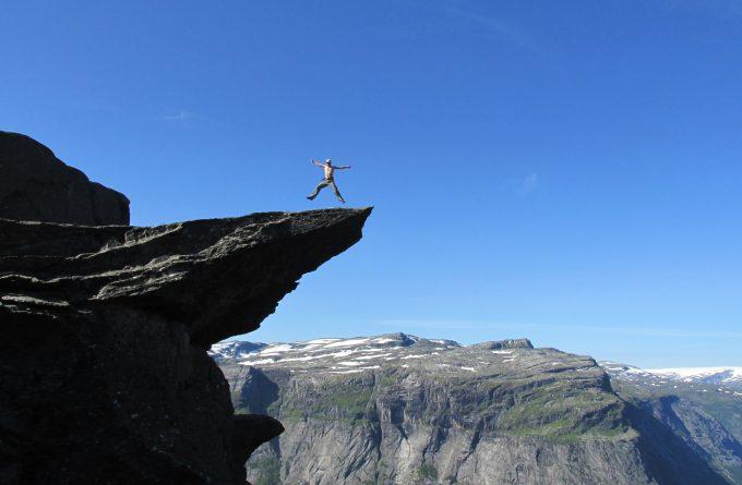 Поход на язык Тролля в Норвегии.