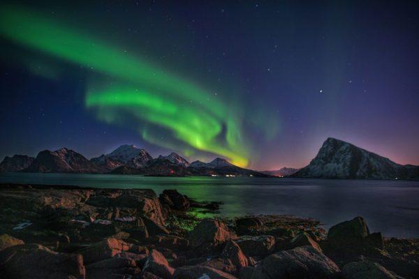 Северное сияние над океаном Норвегия