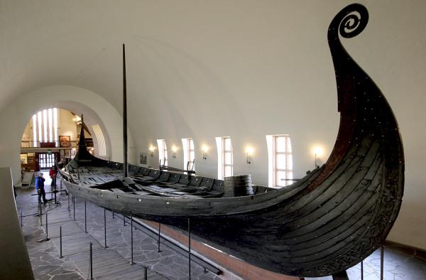 Боевой корабль викингов дракар музей викингов Осло Норвегия.