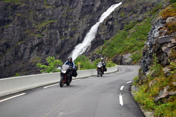Мотоциклисты на Дорога Троллей