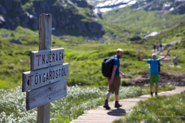 Тропа к самому опасному камню в мире горошине на плато Кьераг Норвегия
