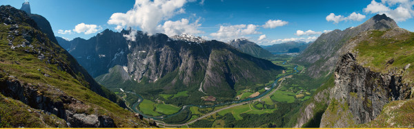 Панорама со стены троллей Ромсдал Норвегия
