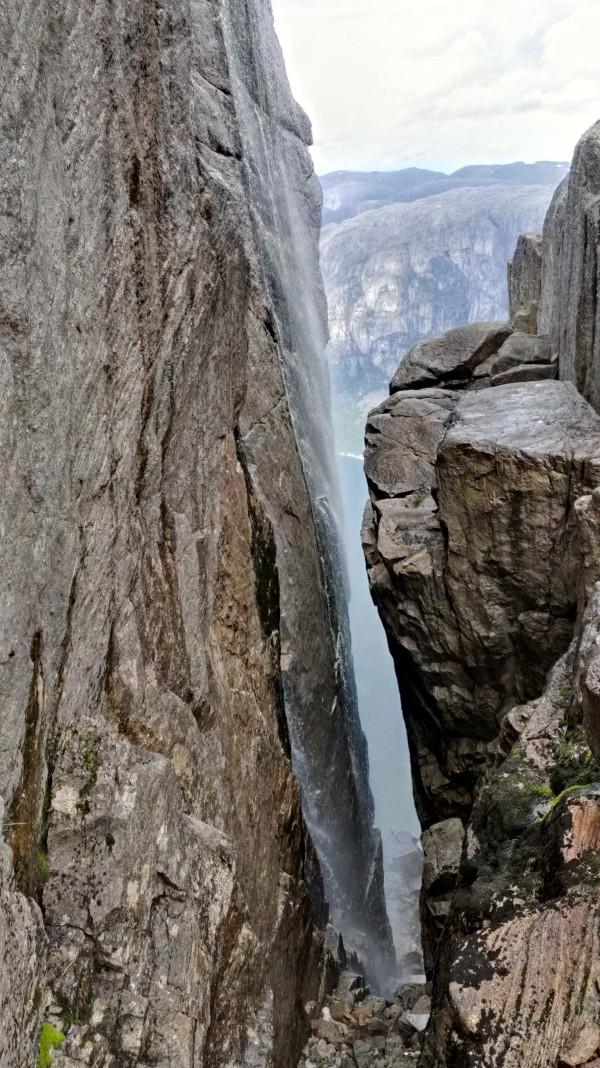 Водопад на плато Кьераг