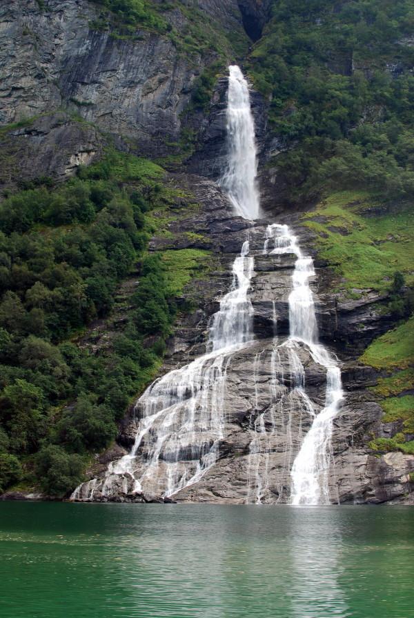 Vodopad-zhenih-geiranger